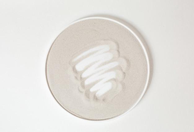 Cirkel beige met strepen van witte crème in het midden