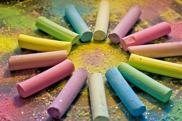 Cirkel van kleurrijk krijt