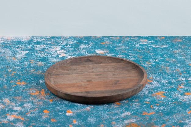 Cirkelvormige snijplank gemaakt van eikenboom