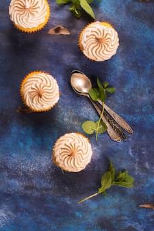 Citroen cupcakes met meringue