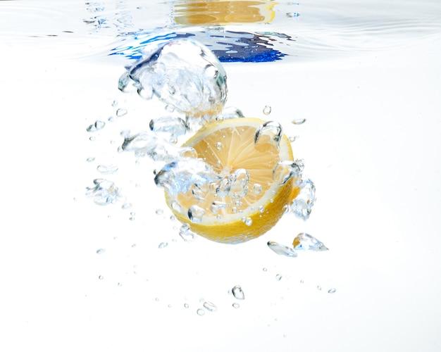 Citroen in het water