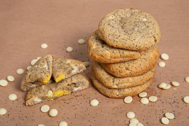Citroen maanzaad witte chocolate chip cookie.
