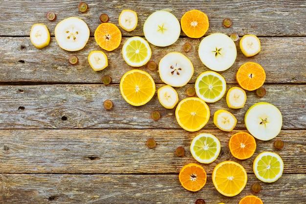 Citrus achtergrond. citrus vruchten. op houten achtergrond.