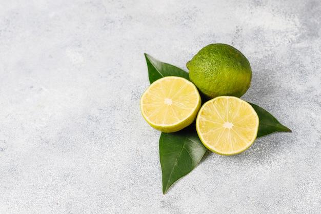 Citrus achtergrond met diverse verse citrusvruchten