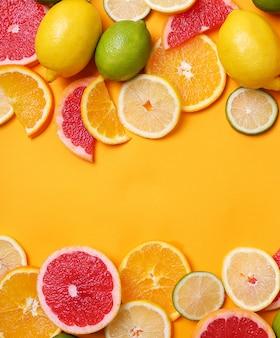 Citrusvruchten bovenaanzicht, copyspace achtergrond