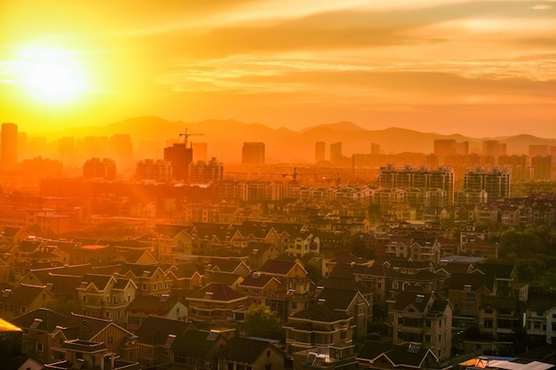 Cityscape bij zonsondergang