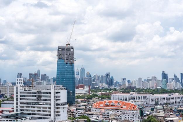 Cityscape met het inbouwen van stad van bangkok
