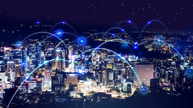 Cityscape nachtscène en abstracte netwerkachtergrond