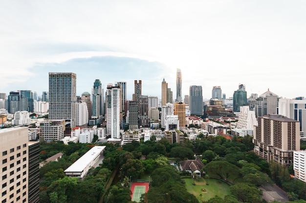 Cityscape skyline van bangkok, thailand. bangkok is metropool en favoriet van toeristen.