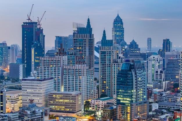 Cityscape van bangkok, bedrijfsdistrict met de hoge bouw, bangkok, thailand