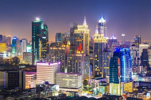 Cityscape van bangkok, bedrijfsdistrict met de hoge bouw, thailand.