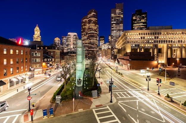 Cityscape van de binnenstad van boston zonsondergang