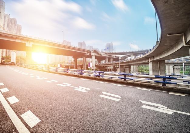 Cityscape van de snelweg