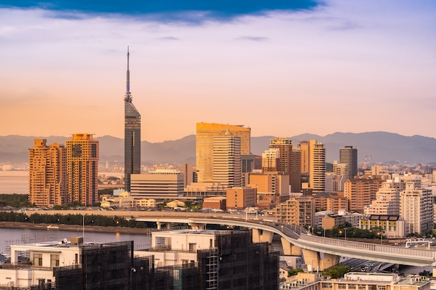 Cityscape van fukuoka de zonsondergang van kyushu