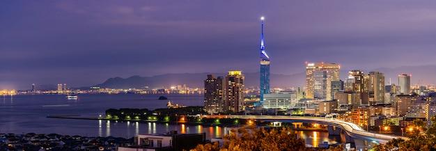 Cityscape van fukuoka de zonsondergangpanorama van kyushu