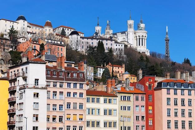 Cityscape van lyon met kleurrijke gebouwen