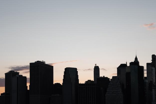 Cityscape van new york city bij zonsondergang