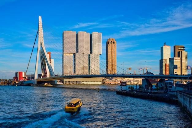 Cityscape van rotterdam, nederland