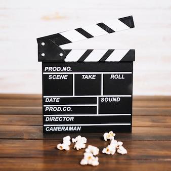 Clapperboard en popcorn