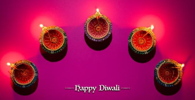 Clay diya-lampen tijdens dipavali-festival