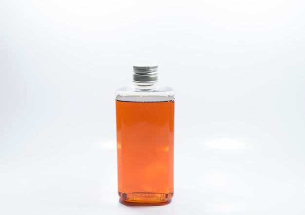 Clear bottle zalmoliepakket het is een voedingssupplement voor huisdieren dat uw haar of huid droog houdt.
