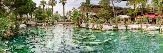 Cleopatra antic pool in pamukkale, turkije