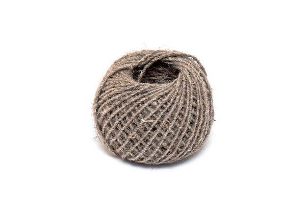 Clew van touw of bal van touw geïsoleerd op een witte achtergrond