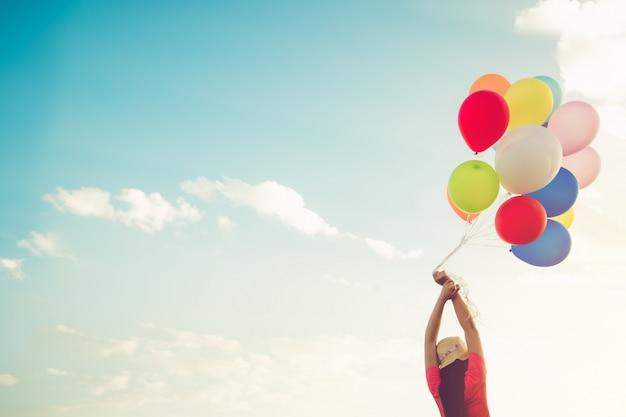 Clorful ballonnen, concept gelukkige verjaardag in de zomer