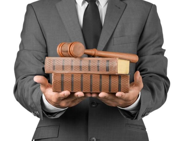 Close-up advocaat met hamer rechter en boeken
