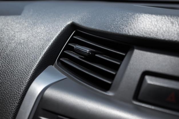 Close-up, airconditioner in de auto.