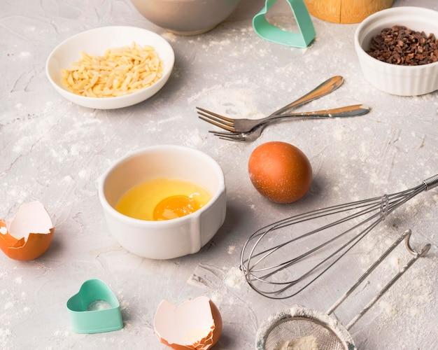 Close-up assortiment van bakken leveringen op tafel