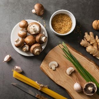 Close-up beeld van champignons op plaat