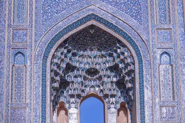 Close-up beeld van de jameh-moskee. yazd, iran.