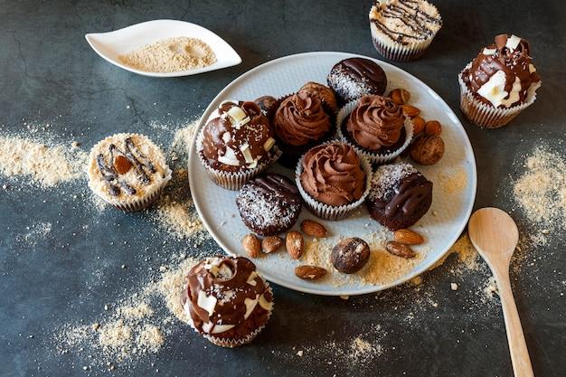 Close-up beeld van heerlijke chocolade cupcakes