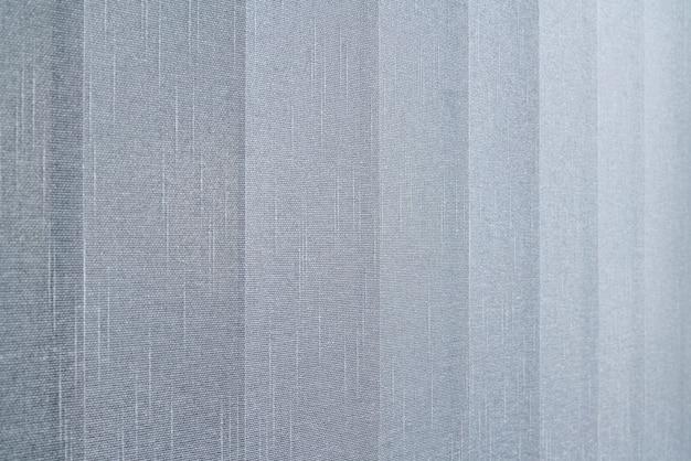 Close-up beeld van stoffen gordijn gemaakt van dichte stof in het corpora-kantoor.