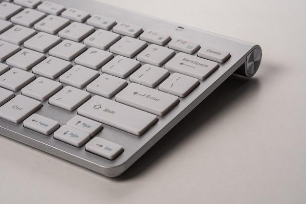 Close-up beeld van toetsenbord van een moderne computer.