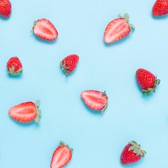 Close-up biologische aardbeien op de tafel