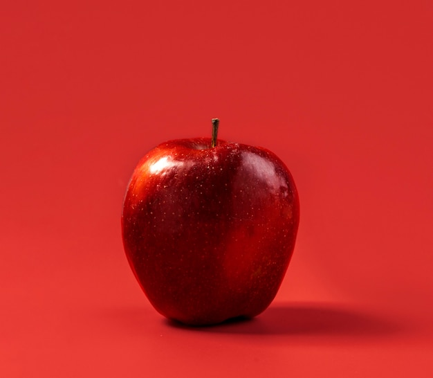 Close-up biologische appel klaar om te worden geserveerd