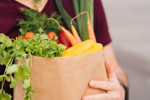 Close-up boodschappen tas met groenten