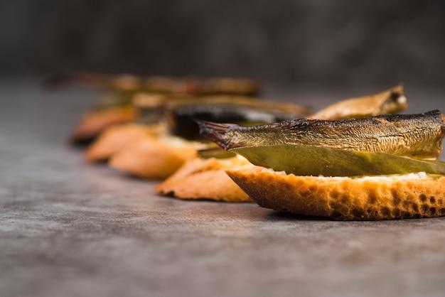 Close-up bruschettas vissen