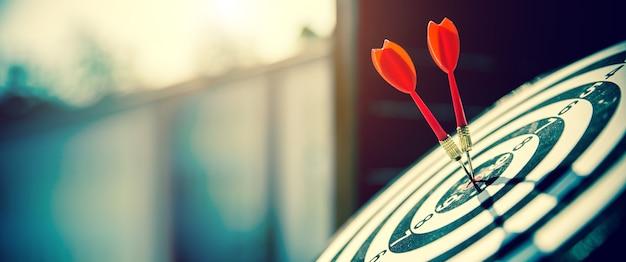 Close-up de roos heeft een pijl die het midden raakt.