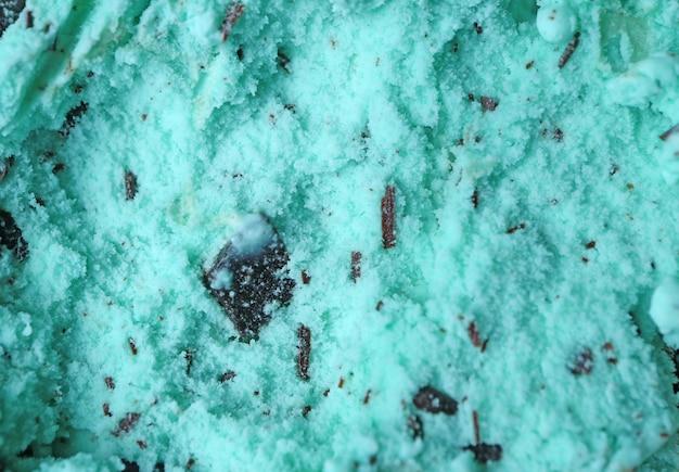 Close-up de textuur van muntchocolade chip ice cream voor achtergrond