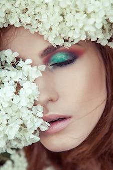 Close-up detail perfecte make-up oog lippenziek en lippen