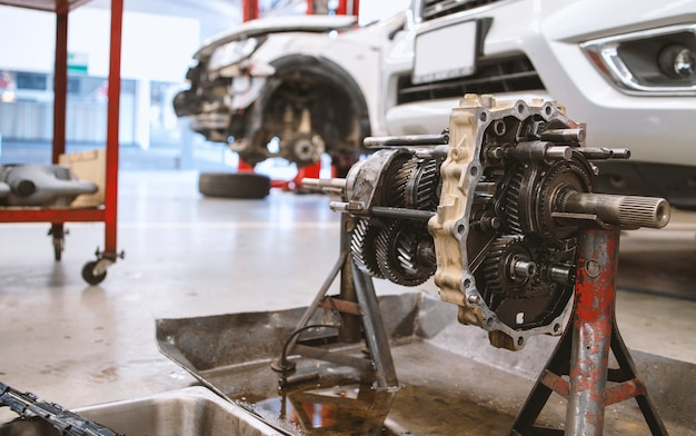 Close-up detail van automotor in servicecentrum