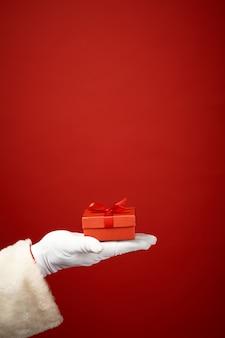 Close-up die rode giftbox aanbod