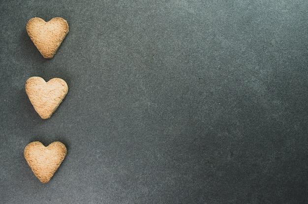 Close-up die van haardvormige koekjes is ontsproten