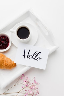 Close-up dienblad met ontbijt