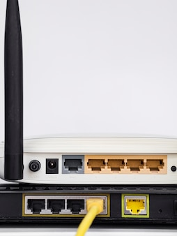 Close-up draadloze routers op elkaar gestapeld