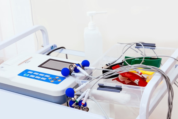 Close-up ekg-machine voor patiënt in het ziekenhuis