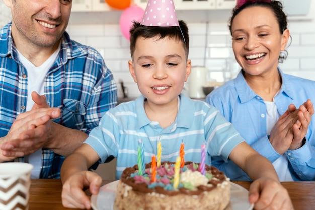 Close-up familie vieren verjaardag Gratis Foto